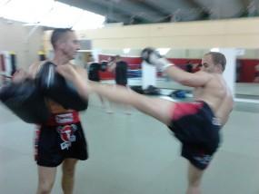 Training-Pao-Kick-Boxing